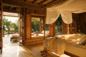 image c/o http://ecohomeresource.com/2012/06/feng-shui-in-the-bedroom-a-lay.html